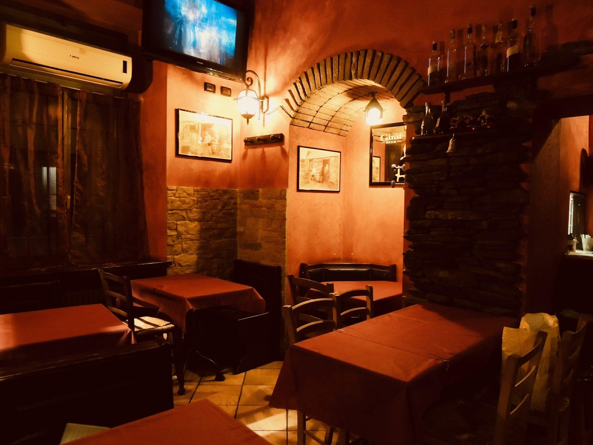 Anna dei Magazzini sul Po e Giancarlo del Paddock pub ci raccontano di concerti e di cocktail, di dj set e di porte, e cucine, aperte fino al mattino