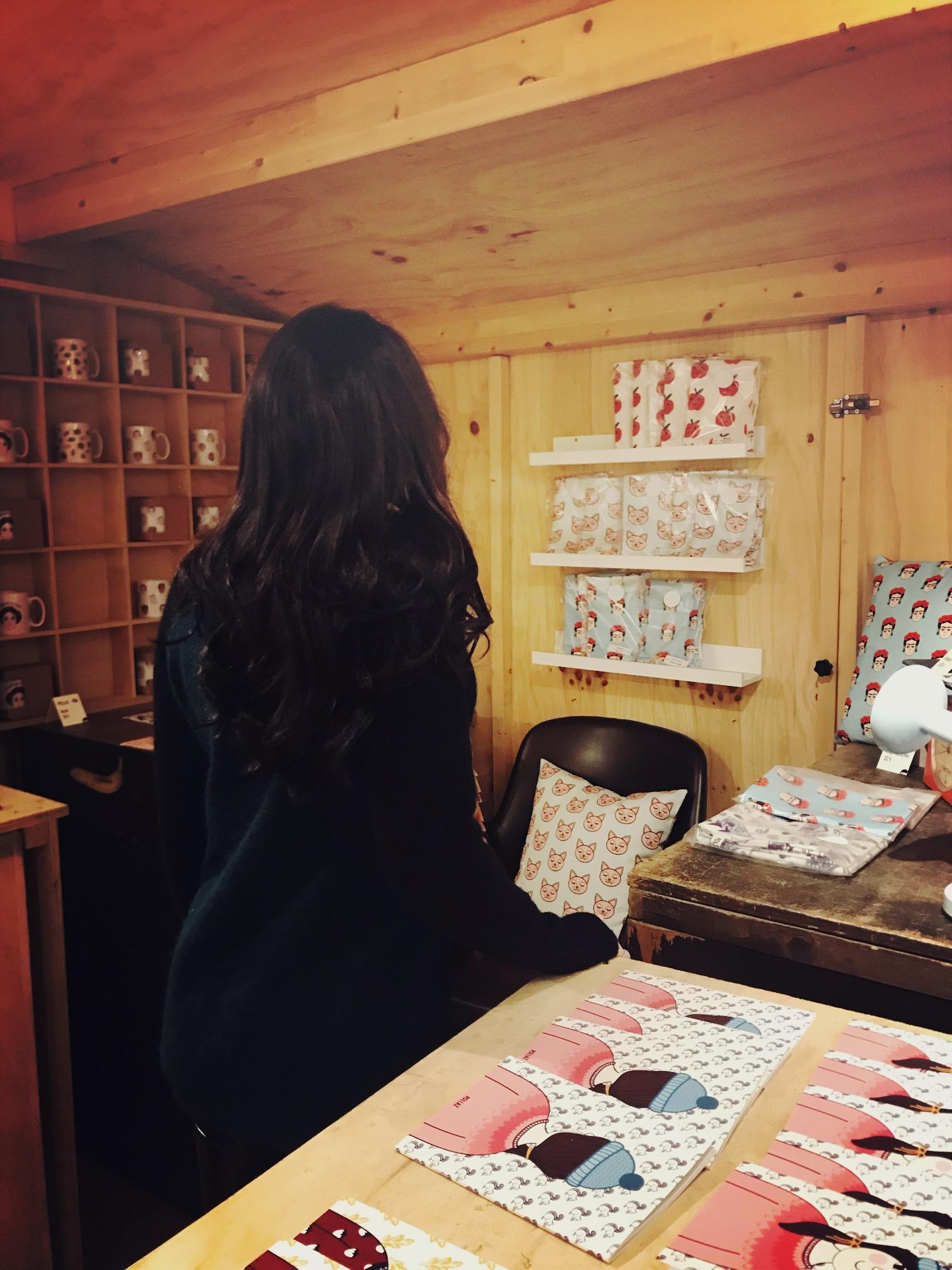 Zoo: un posto dove fare colazione, fra tavole di torte e dolci artigianali ma anche fra tavole illustrate, libri e prodotti fatti a mano