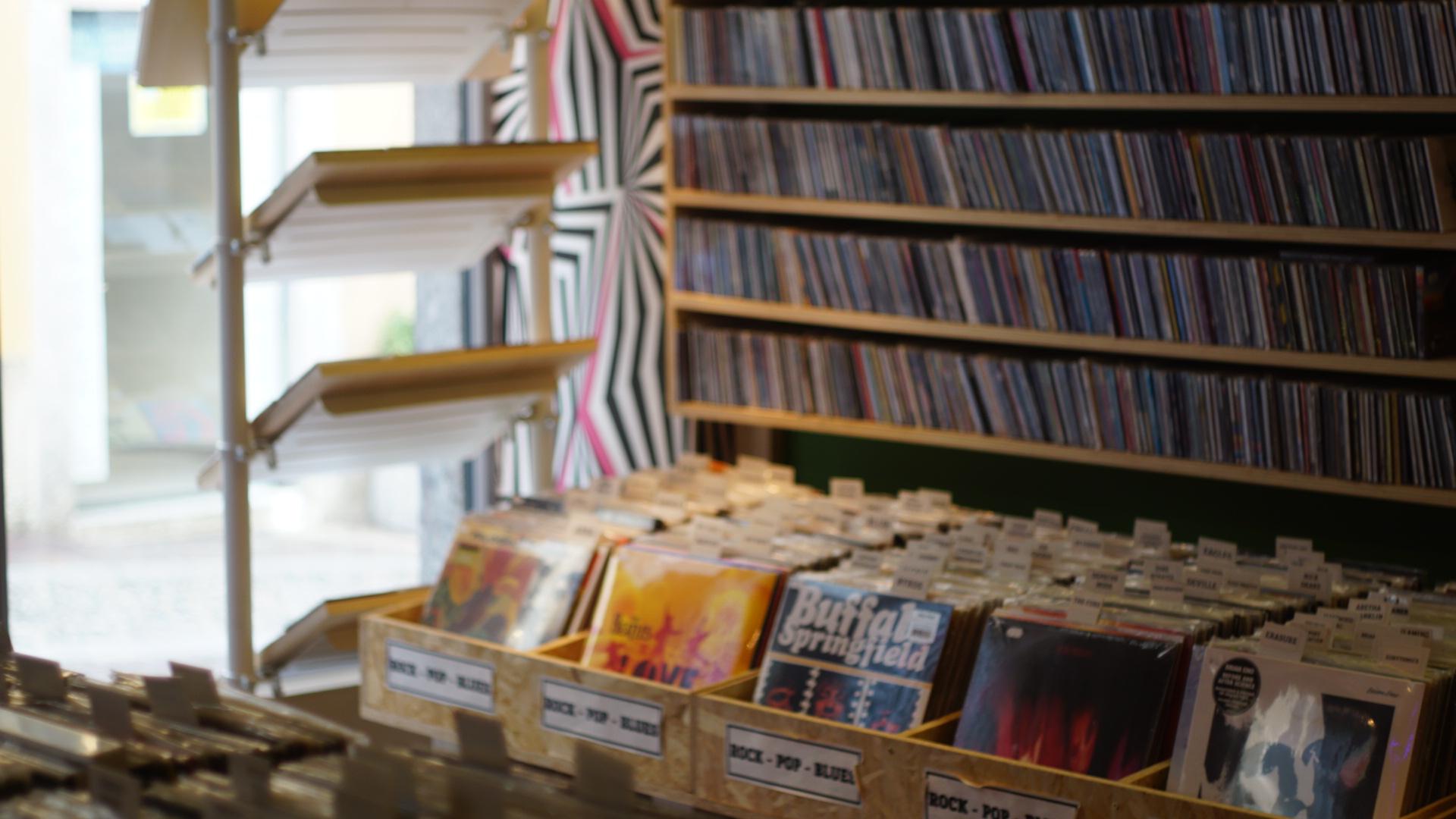 Vinili, cd, polaroid, giradischi usati e mixer nuovi. A Lecco il The Concept store suona di tutto, da musica in formato vintage a veri e proprio eventi live