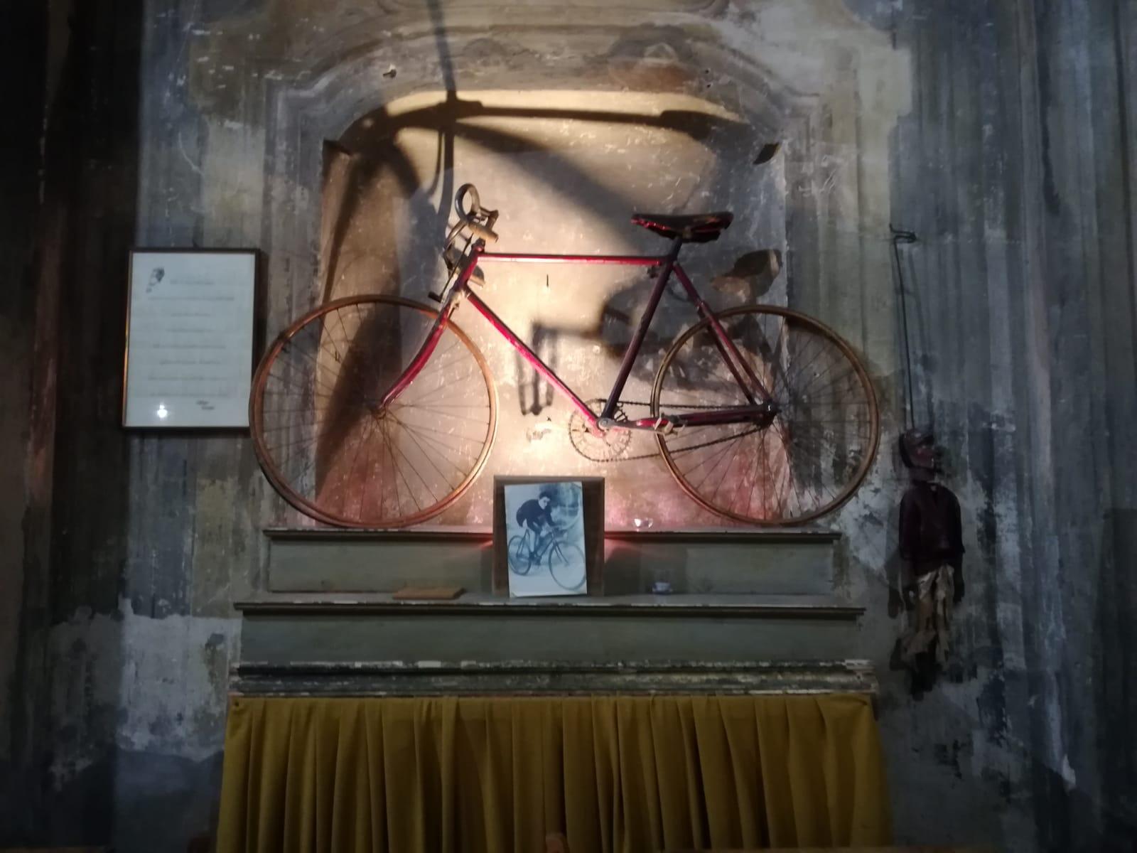 Nell'ex chiesa di San Michele si celebrano concerti, spettacoli e cultura. Diavolo Rosso, dal nome di battaglia del ciclista astigiano Giovanni Gerbi
