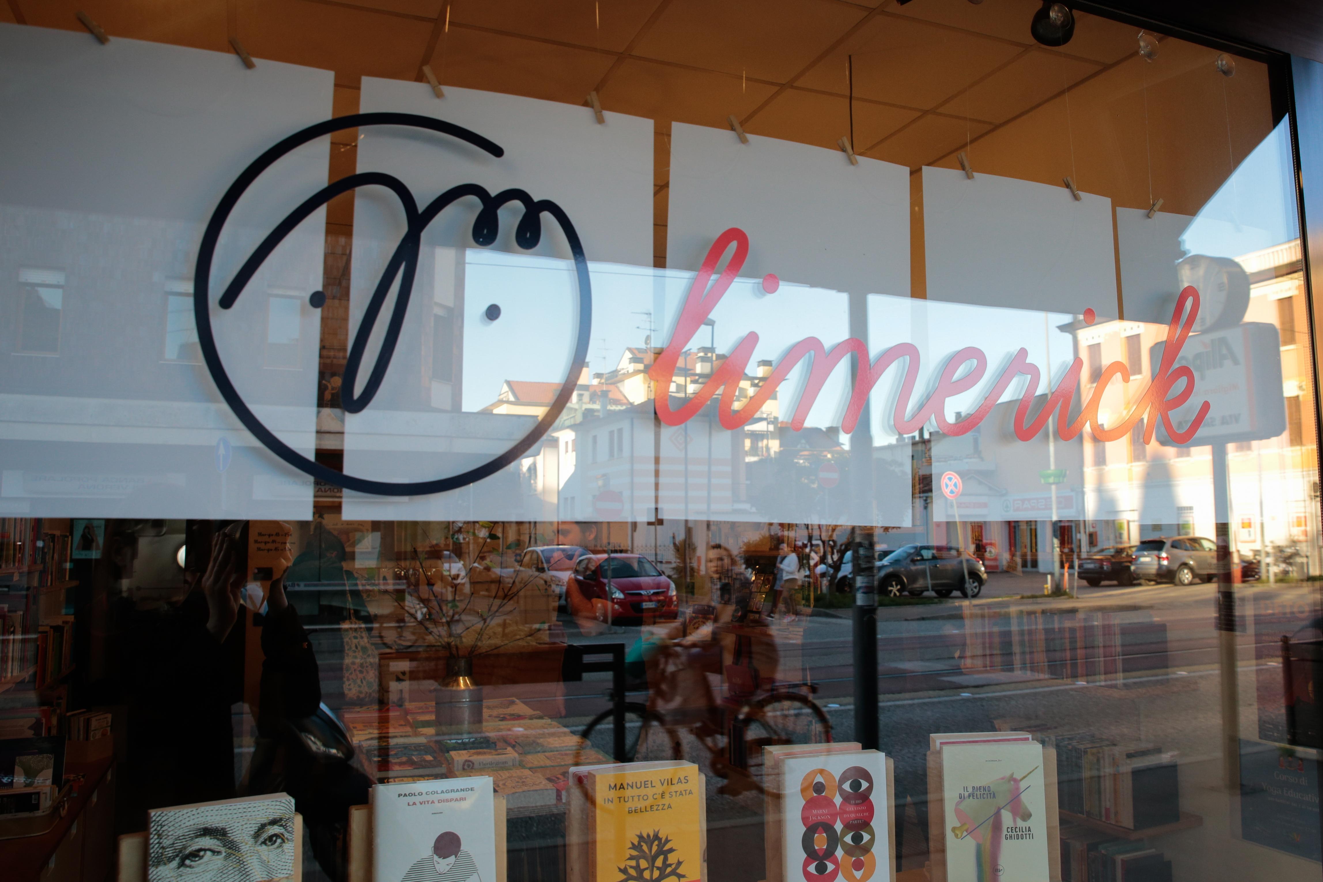 """Nel quartiere più popoloso e multiculturale di Padova, l'Arcella, c'è Limerick, la libreria che citando una poesia di Rodari """"vende speranza a buon mercato"""""""