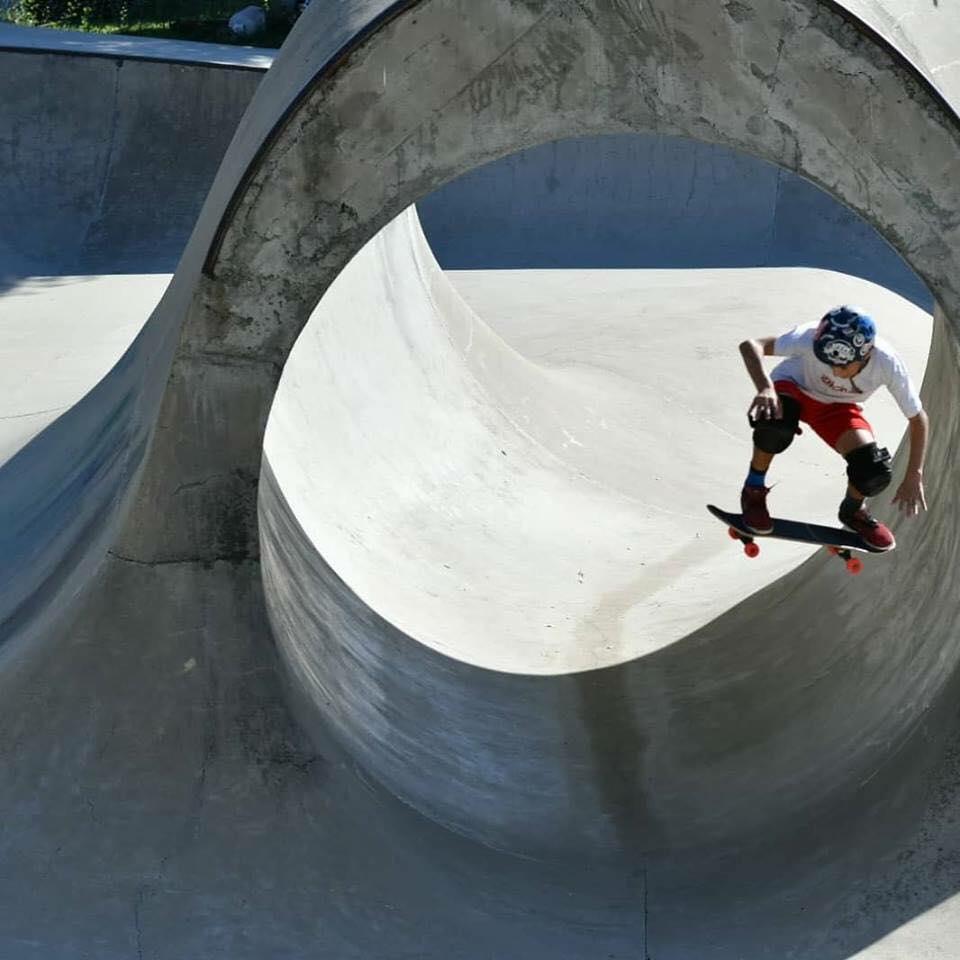 Eden Park è la più grande area sportiva in zona Bologna per chi fa skate, bike, parkour, tessuti aerei e arrampicate. Ci abbiamo trascorso un pomeriggio