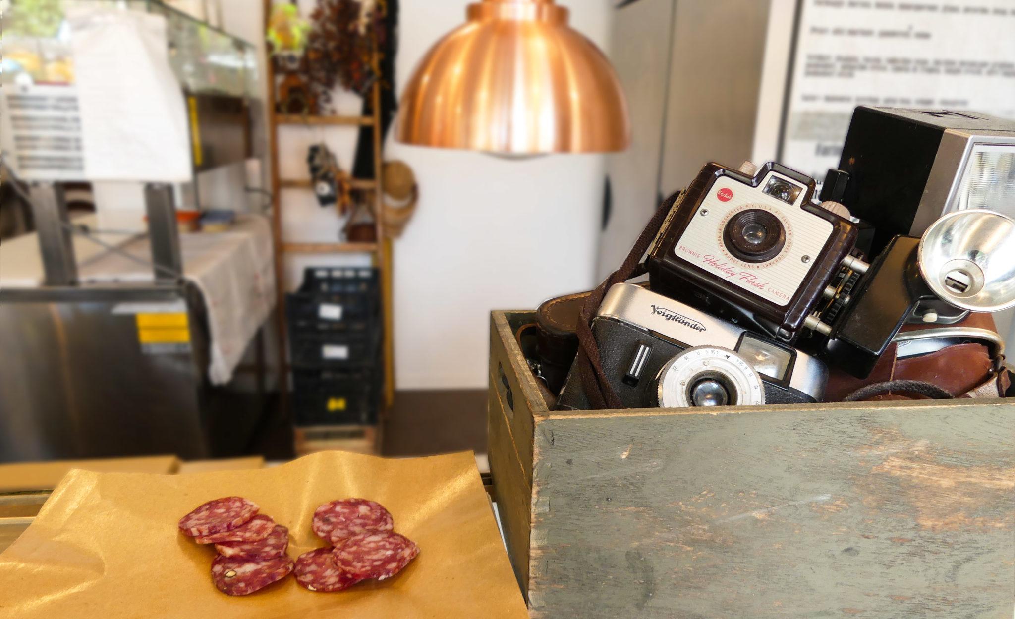 Dal 1962 Foto Kino a Riccione si occupa di fotografia. Da oggi si divide in due e con la piada di Kino prepara piadine fotogeniche