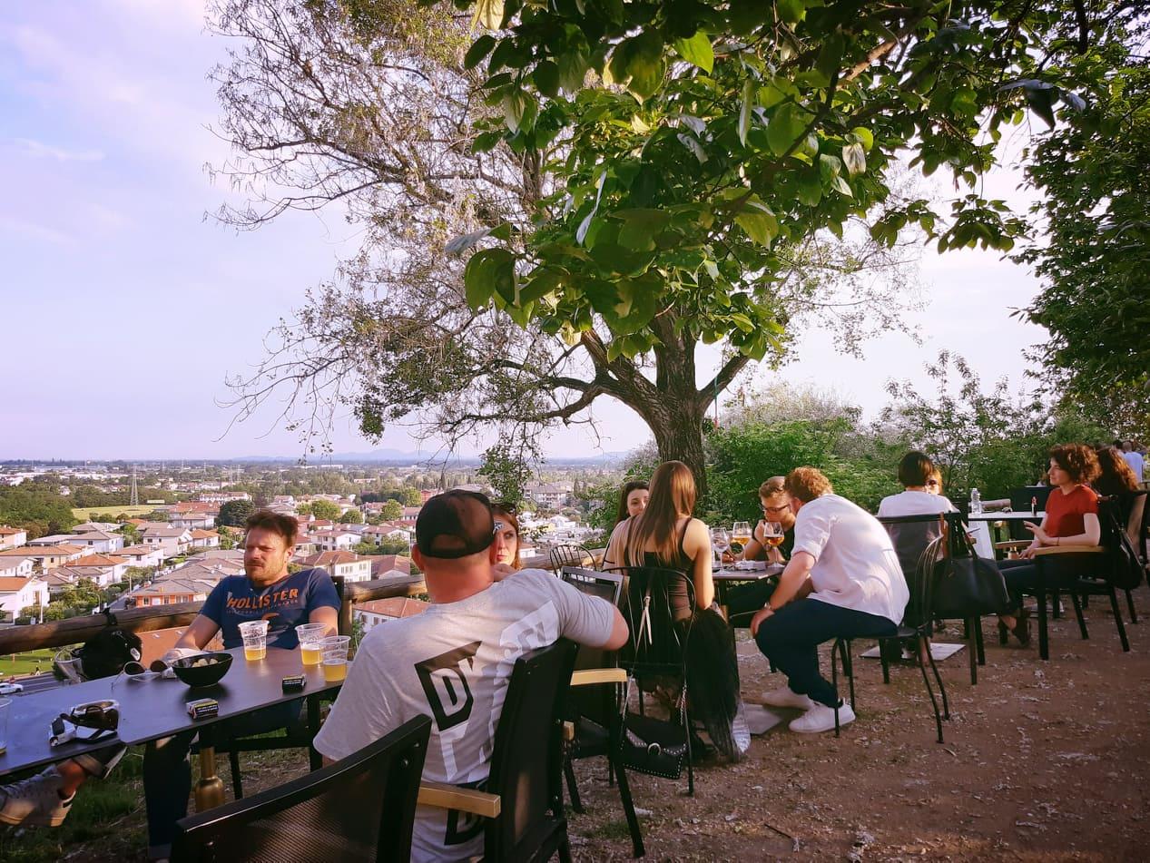 Un luogo storico di Bassano del Grappa riprende vita: il Monte Cruz, cocktail bar, ristorante e b&b con vista sul centro storico della città