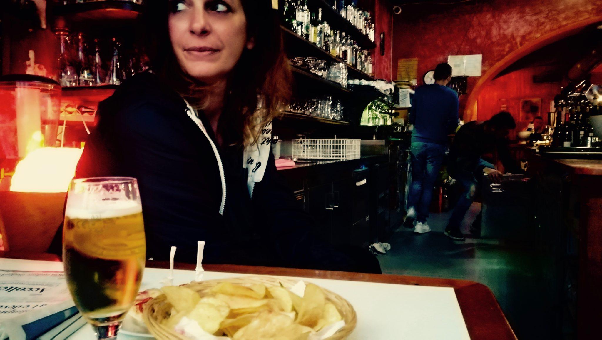Verena e Marco sognavano di aprire un bar in Grecia. Hanno aperto a Bolzano il Nadamas: cucina etnica, musica da ovunque, luogo cult