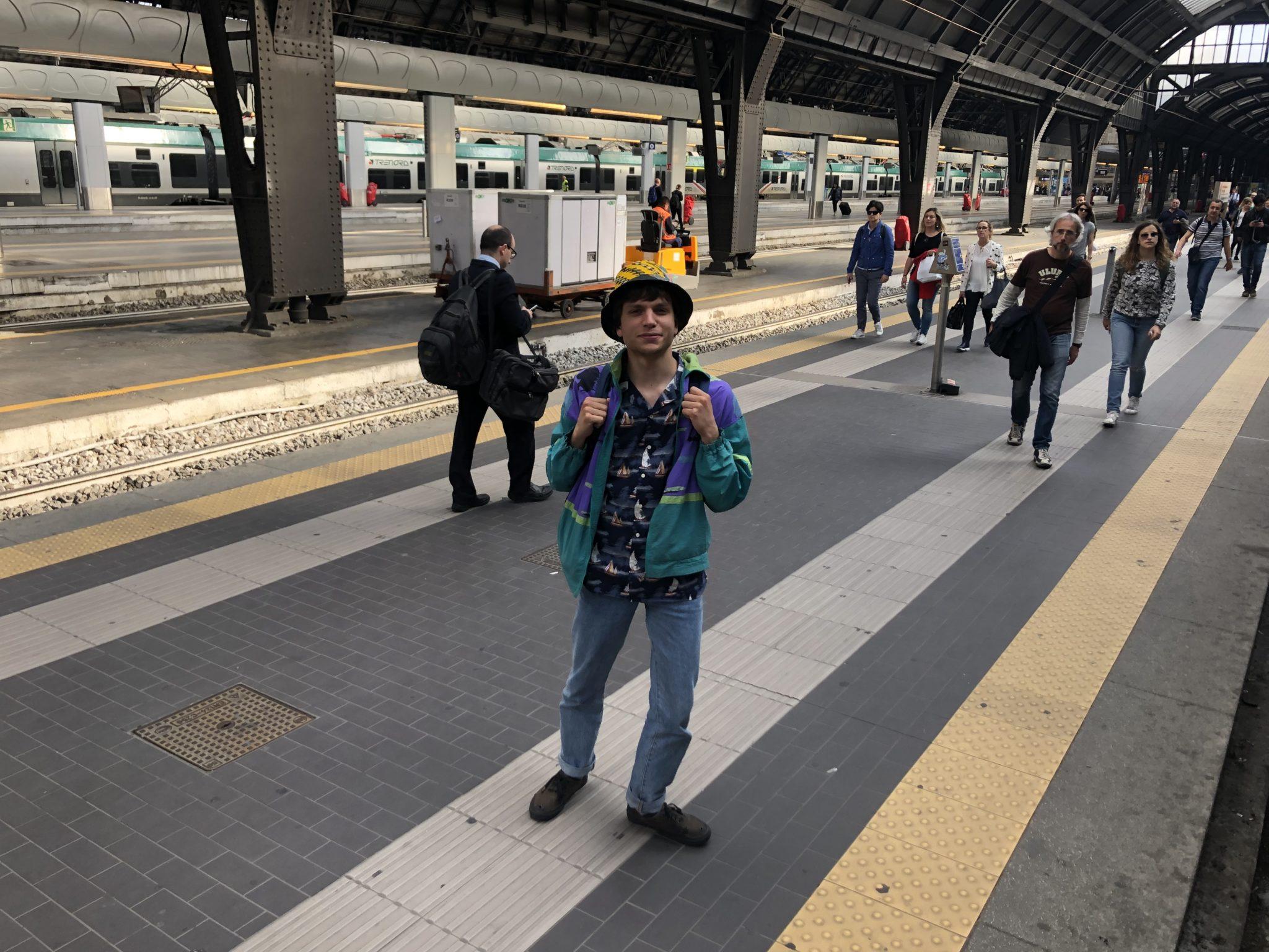 Un giorno di pioggia estiva a Lecco: giro della città con visita guidata dalla band Gli Occhi degli Altri, vita di provincia messa in musica