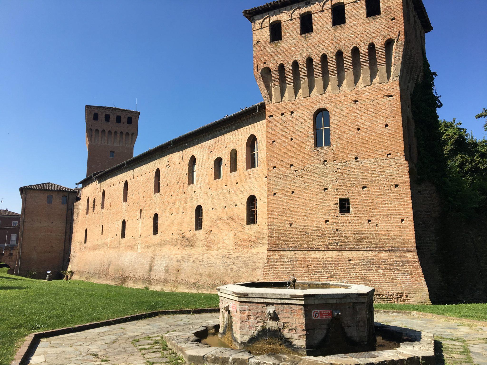 Sassuolo e il Palazzo Ducale, Maranello e la Ferrari, Castelvetro, uno dei borghi più belli d'Italia, e Levizzano Rangone. La nostra gita fuori porta