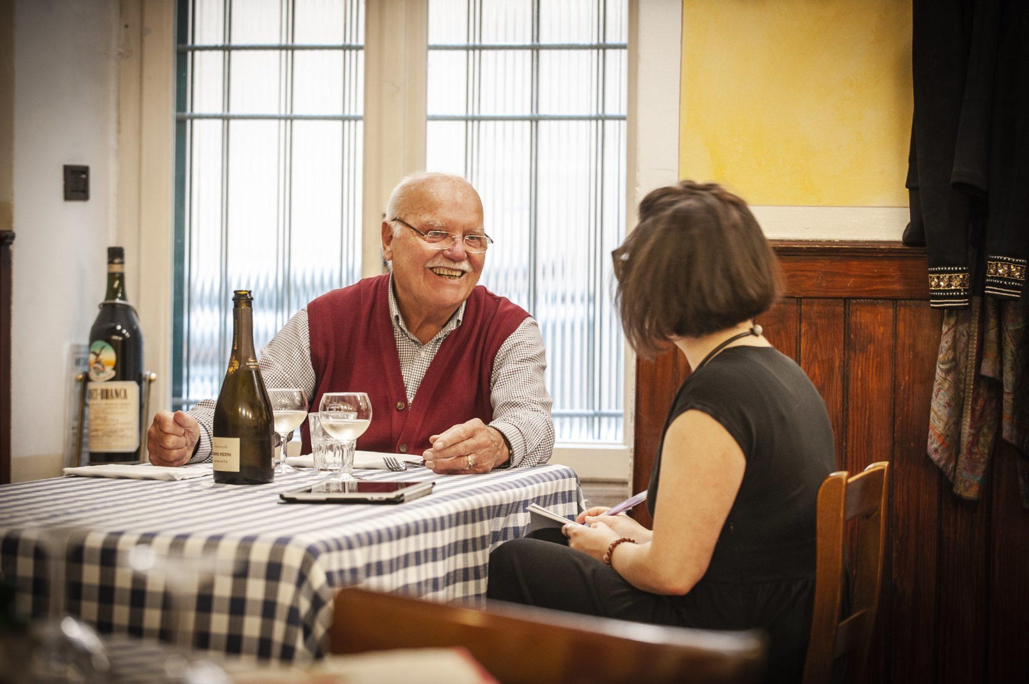 I piatti della tradizione bresciana in un luogo dal sapore antico: è l'Osteria Al Bianchi, fra mazzi di carte, un bicchiere di bianco e incontri inaspettati