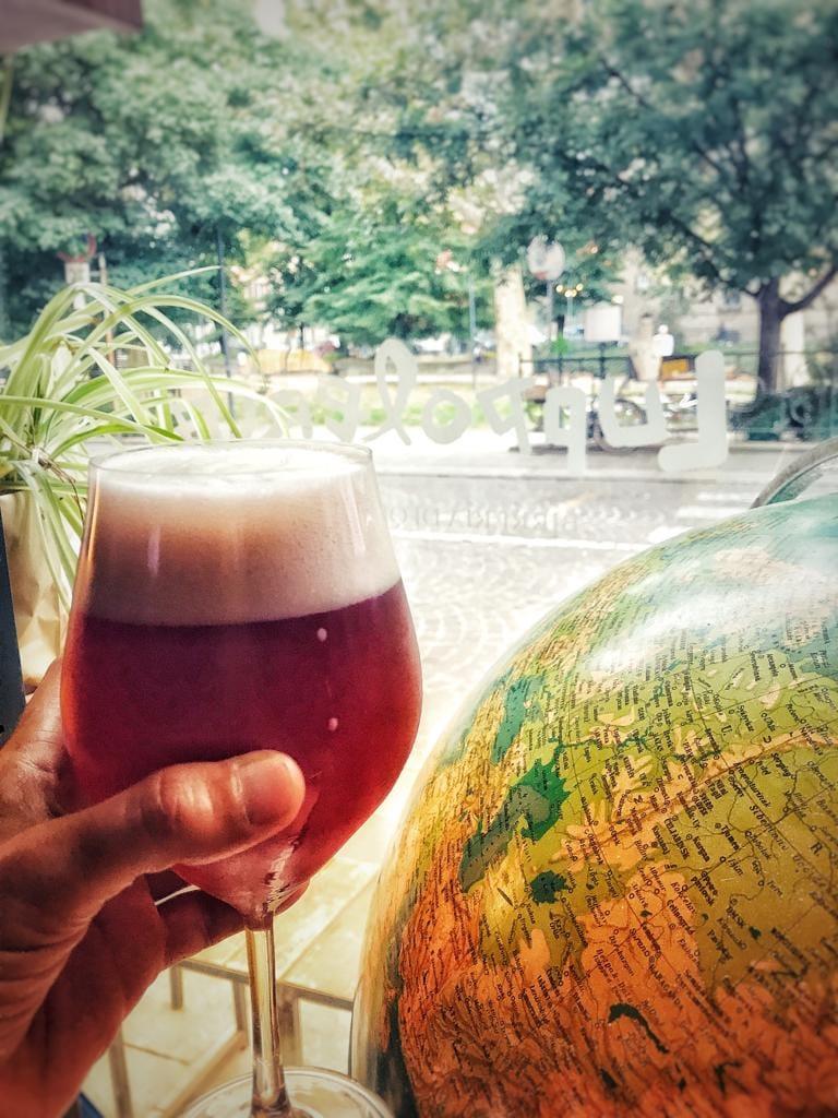 Birre artigianali, hamburger ma anche bookcrossing e concerti: la Luppoleria di Piacenza è uno spazio aperto del quartiere. Per bere bene, e stare bene