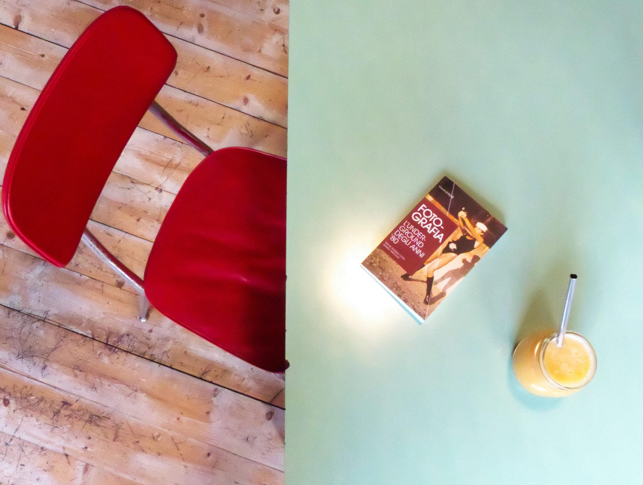 Una caffetteria accogliente ed eclettica, per chi cerca una pausa dallo stress della quotidianità, coccolandosi di dolcezza in compagnia di un buon libro
