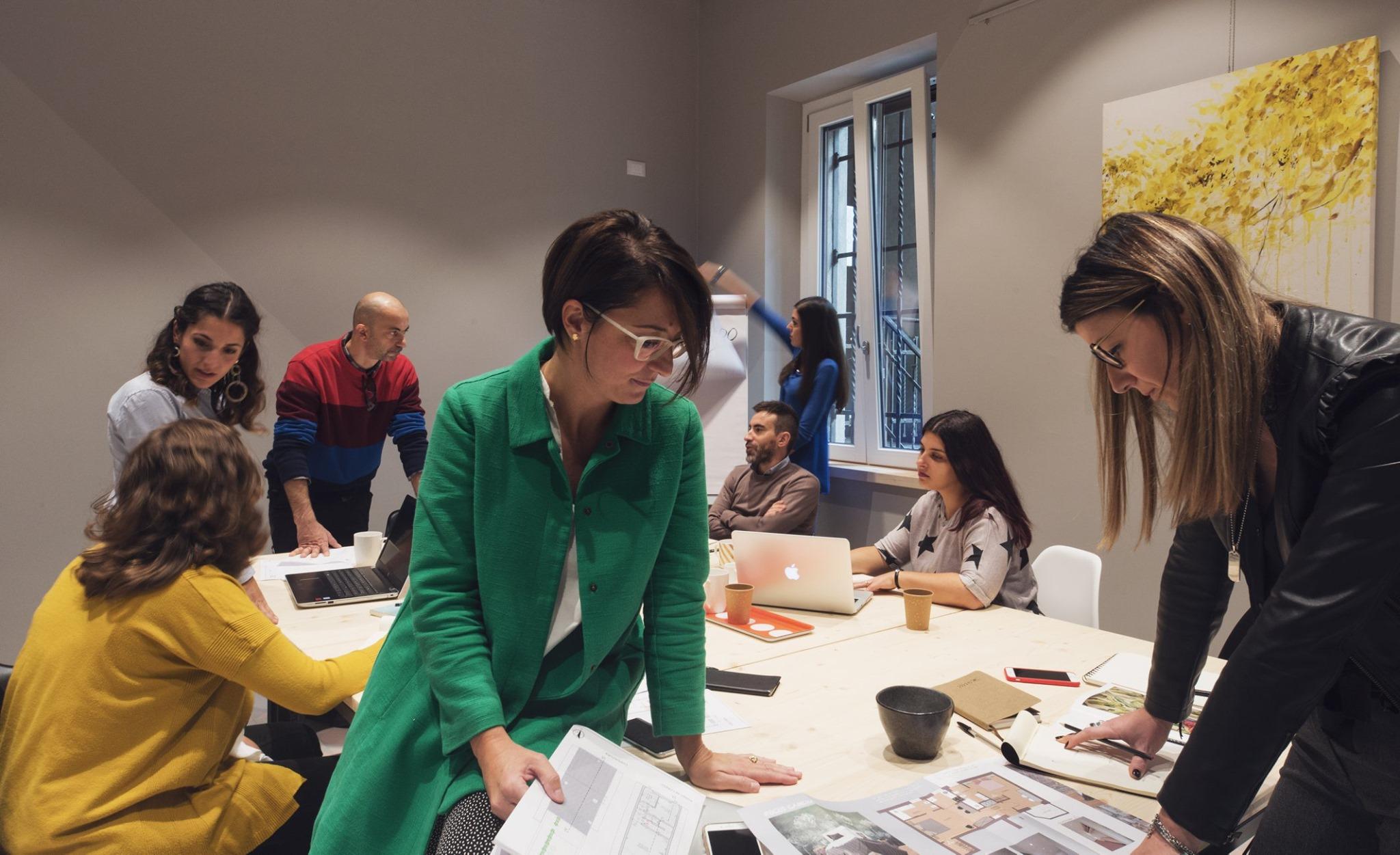 C'è un luogo che unisce lavoro, serate di slam poetry, opere d'arte, gastronomia pugliese, corsi e conferenze: Multi.me coworking a Mantova