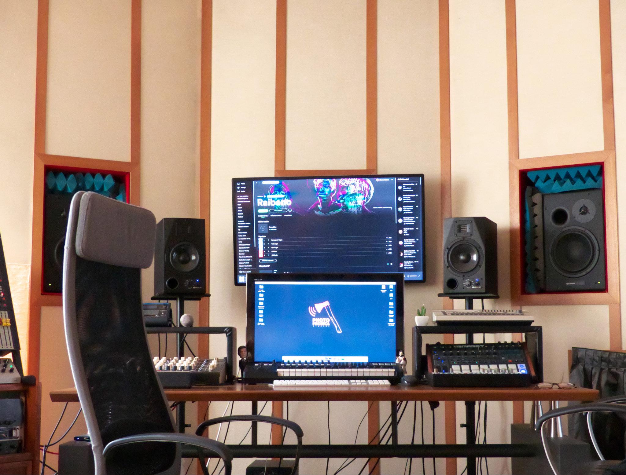 Alla periferia della città c'è il centro musicale: Photophonica Studios, un polo per musicisti, producer, videomaker, fotografi e grafici