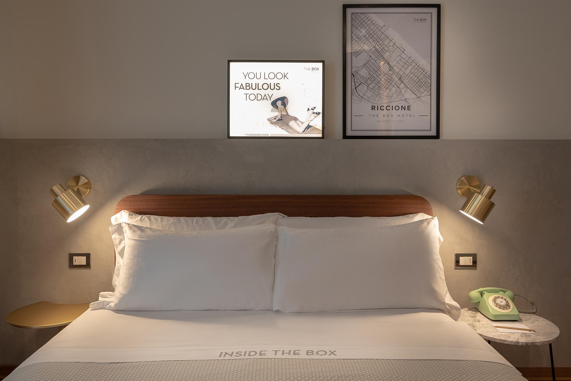 A Riccione c'è un hotel da Hollywood, il The Box Hotel: design accogliente e, ovunque, scenografie e personaggi ispirati a film e serie tv